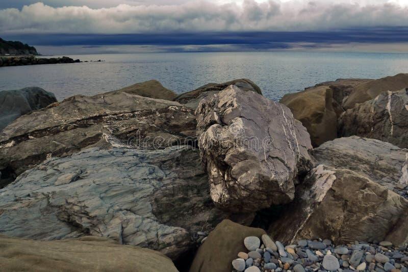 På den Black Sea kusten för en åskväder royaltyfri bild
