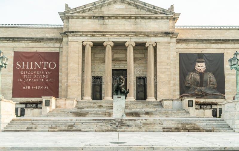 På den Front Steps Of The Cleveland konstmuseet royaltyfri bild