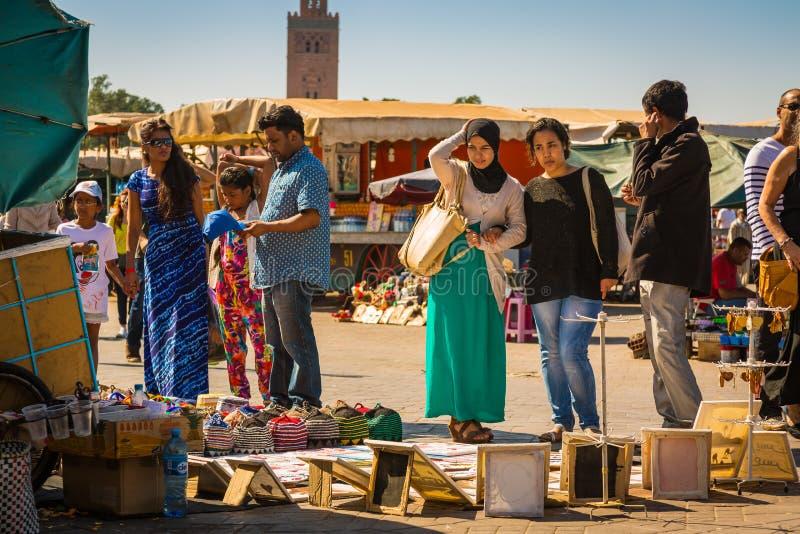 På den Jemaa el Fna fyrkanten i Marrakesh royaltyfria foton