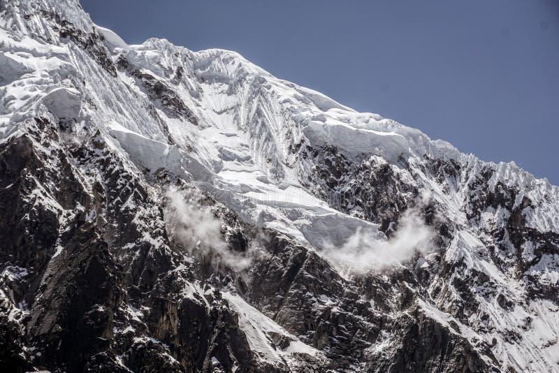 På den Salkantay bergtoppmötet royaltyfri bild