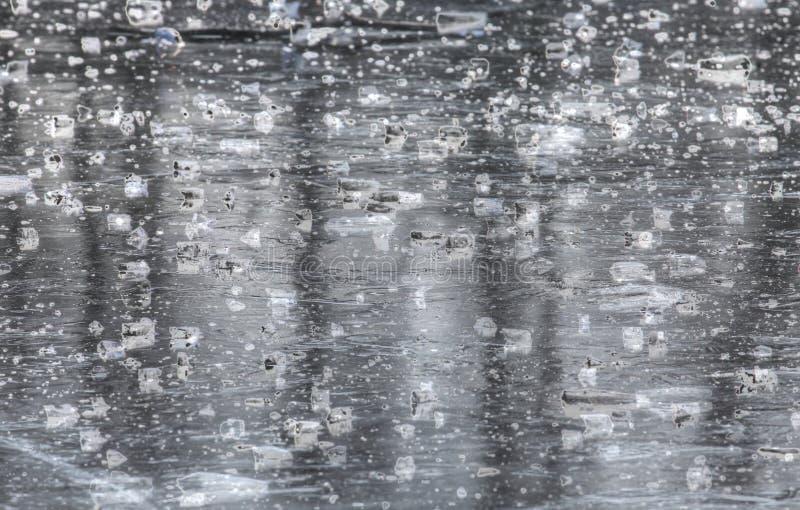Is på en isbunden sjö arkivfoton