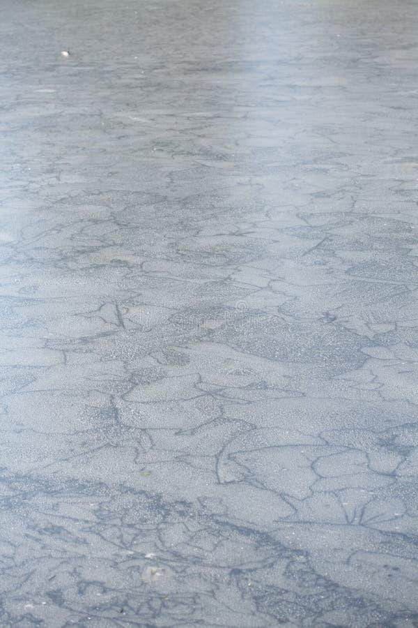 Is på en isbunden sjö fotografering för bildbyråer