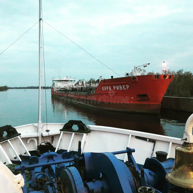 På ett flodfartyg royaltyfria foton