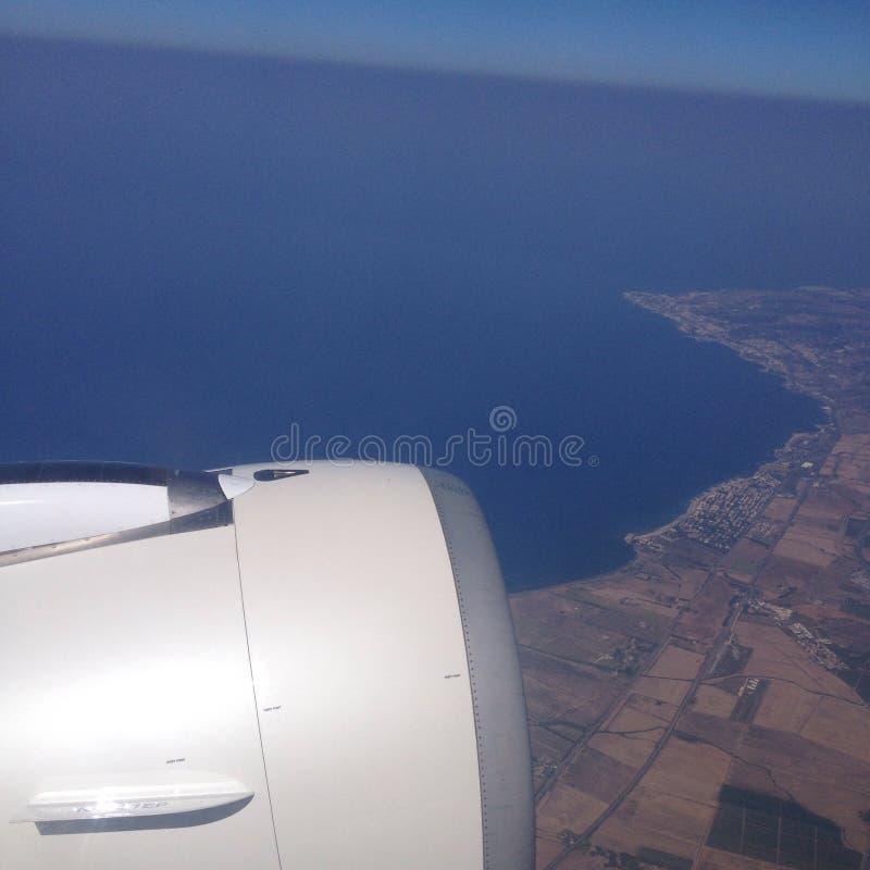 På ett flygplan royaltyfri foto
