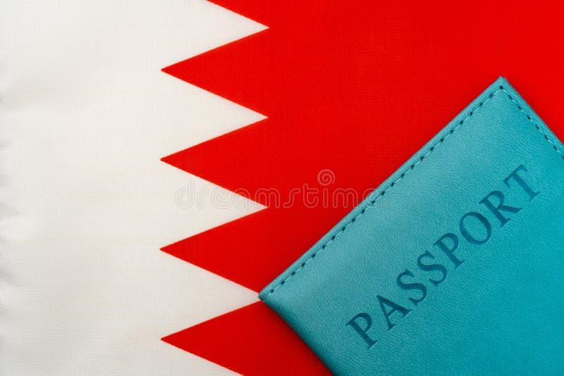 På flaggan av Bahrain är ett pass arkivbilder