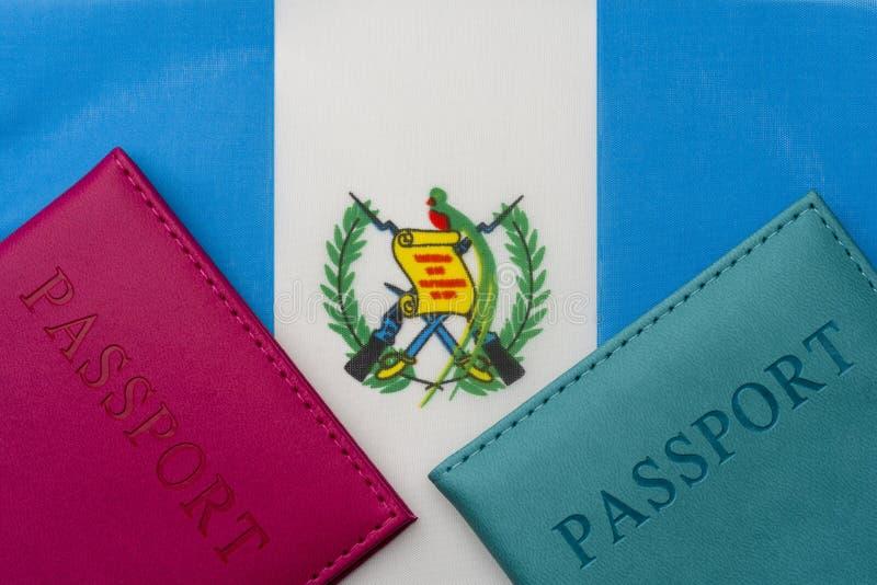 På flaggan av Guatemala är ett pass arkivbild