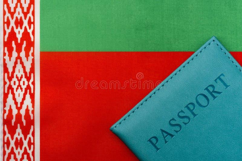 På flaggan av Vitryssland är ett pass arkivbilder