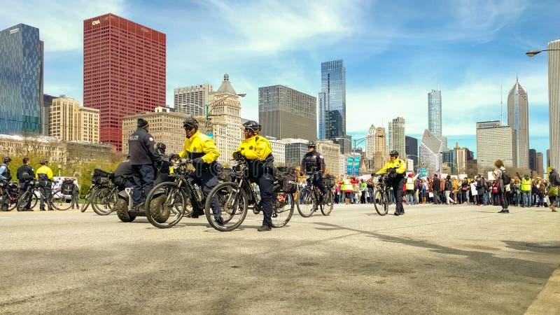 På frontlinjen av mars för vetenskap i Chicago royaltyfri foto