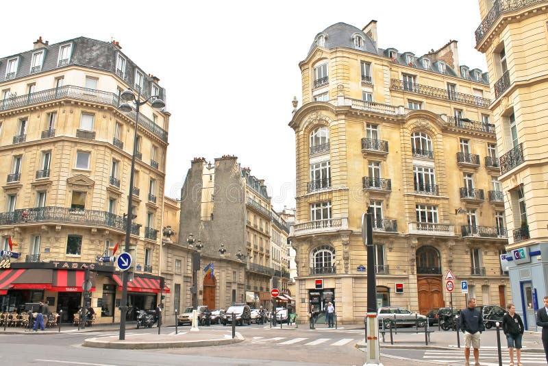 Download På gatorna av Paris. redaktionell bild. Bild av män, folk - 27279441