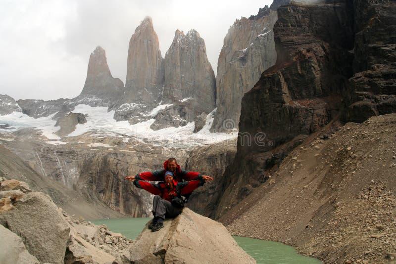 På grunden av Torres del Paine arkivbilder
