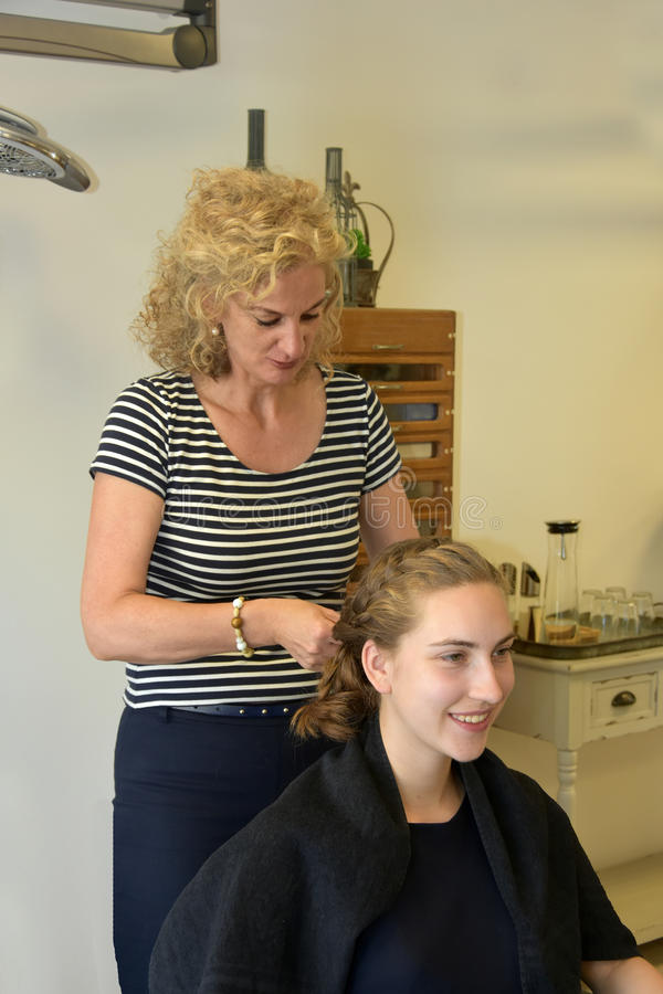 På hairdersseren arkivfoton