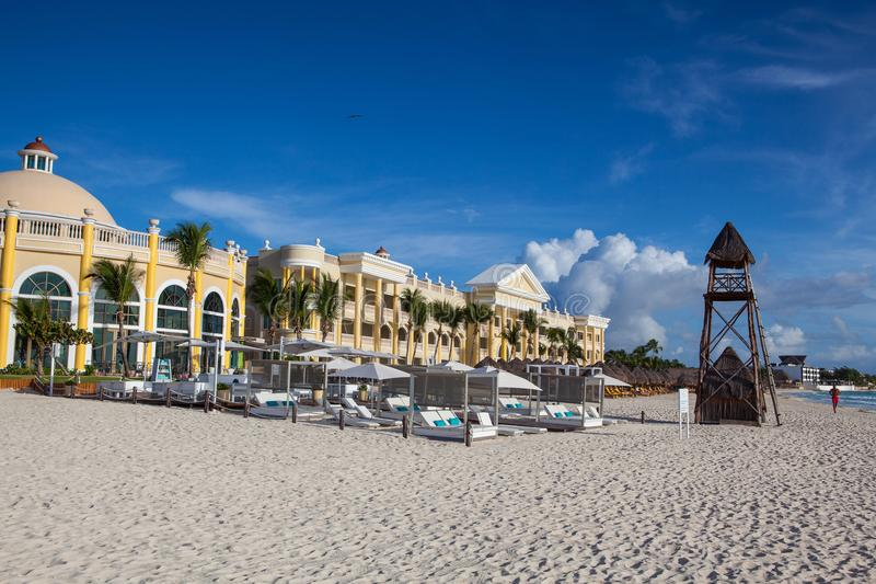 På leken Paraiso på det karibiska havet av Mexico royaltyfria foton