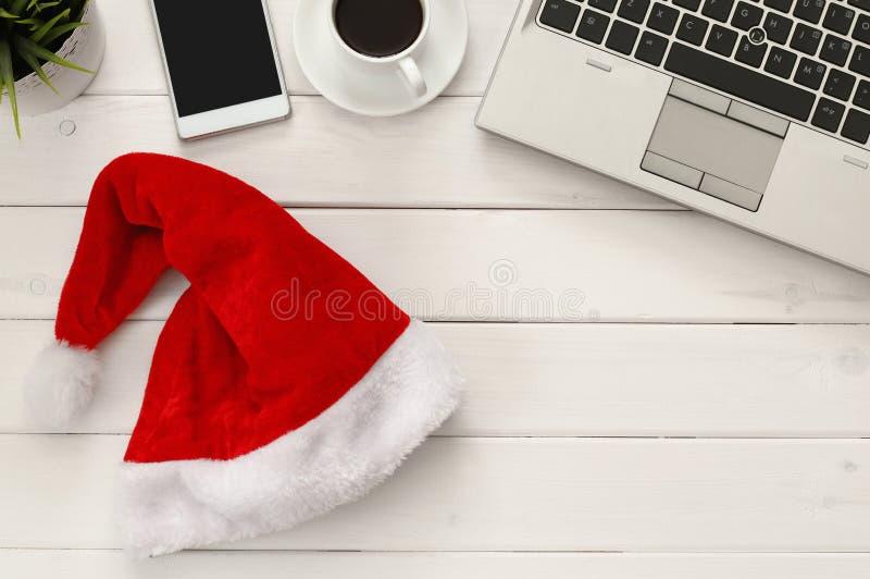 På linjen begrepp för julferieshopping fotografering för bildbyråer