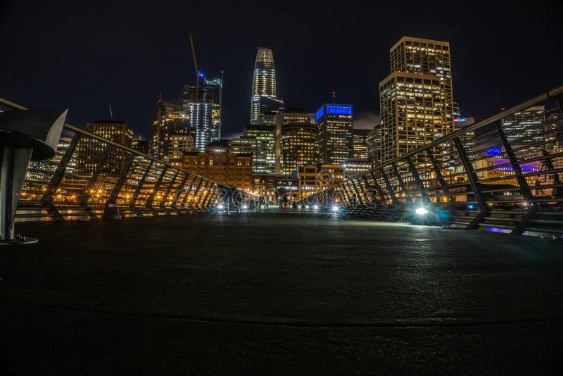 På nätterna i San Francisco från pir royaltyfri fotografi