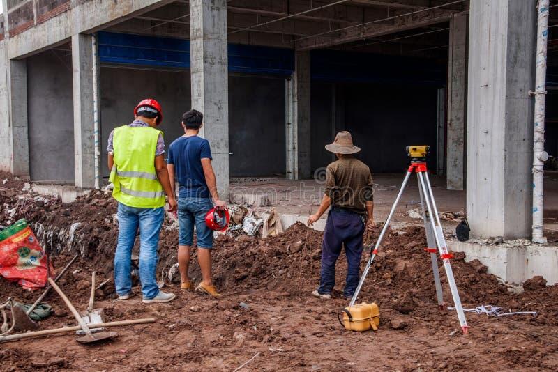 På plats mätning och kontroll av Wanzhou byggnadskonstruktion arkivbilder