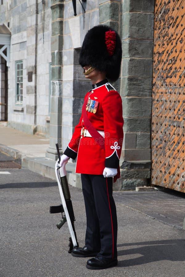 På vakten på Citadellen Quebec City royaltyfri foto