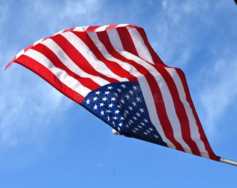 Pågående amerikansk flagga fotografering för bildbyråer