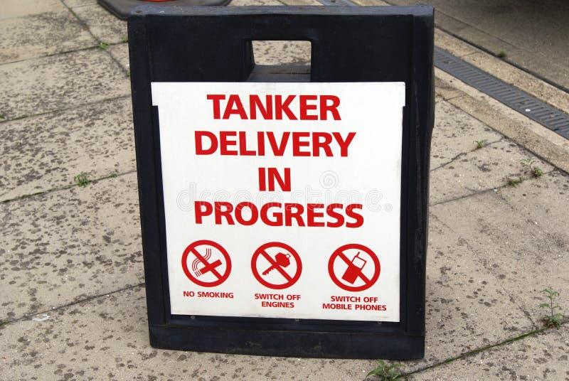 Pågående tecken för tankfartygleverans royaltyfri bild