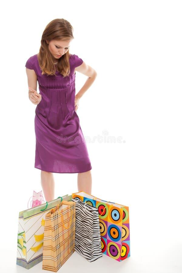 påsar som shoppar kvinnabarn arkivfoto