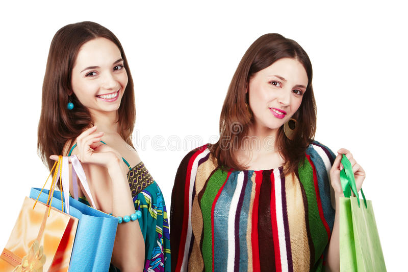 påsar som shoppar två unga kvinnor royaltyfri fotografi