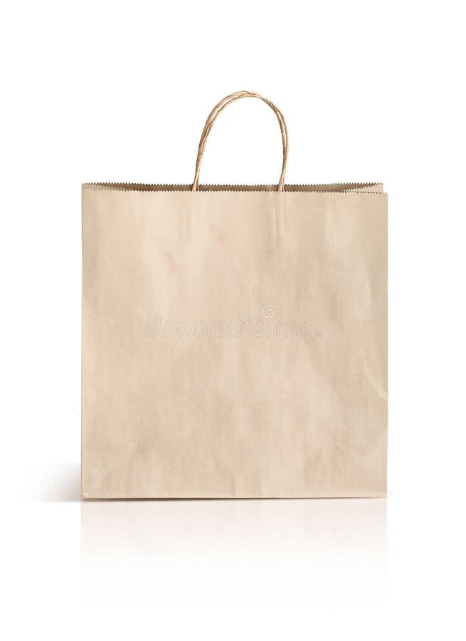 Påse för papperskraft shopping som isoleras på vit bakgrund royaltyfri fotografi