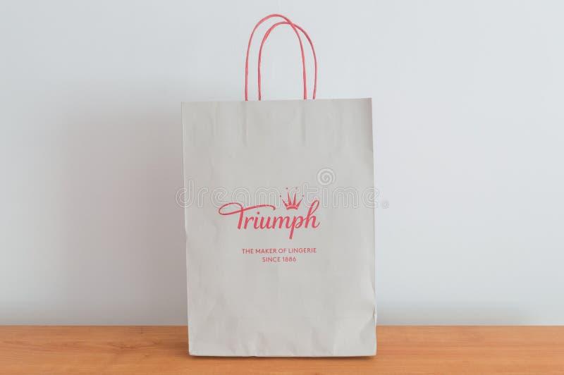 Påse med det Triumph företagstecknet Triumph är den internationella underkläderproducenten grundade i 1886 i Heubach, Tyskland arkivfoton