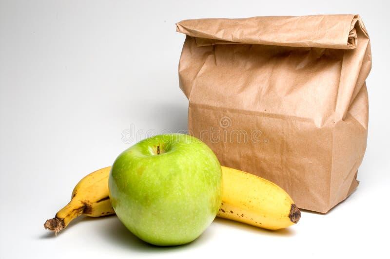Påselunch med frukt royaltyfri fotografi