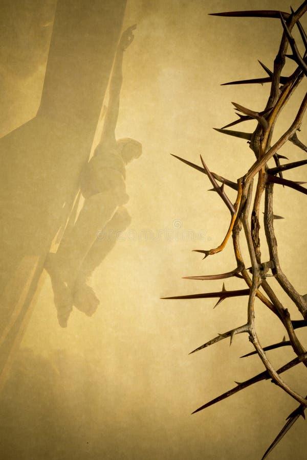 Påskbakgrundsillustrationen med kronan av taggar på pergamentpapper och Jesus Christ på korset bleknade in royaltyfri illustrationer