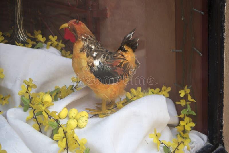 Påsken ställer ut i den gamla staden som dekoreras med ägg, souvenir och pilar fotografering för bildbyråer