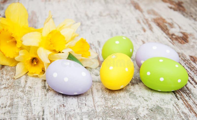 påskliljaeaster ägg arkivbilder