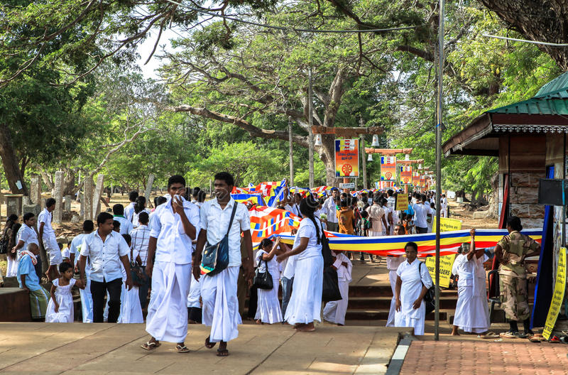 Pèlerins dans Anuradhapura, Sri Lanka photographie stock