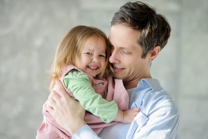 Père avec la petite fille photos stock