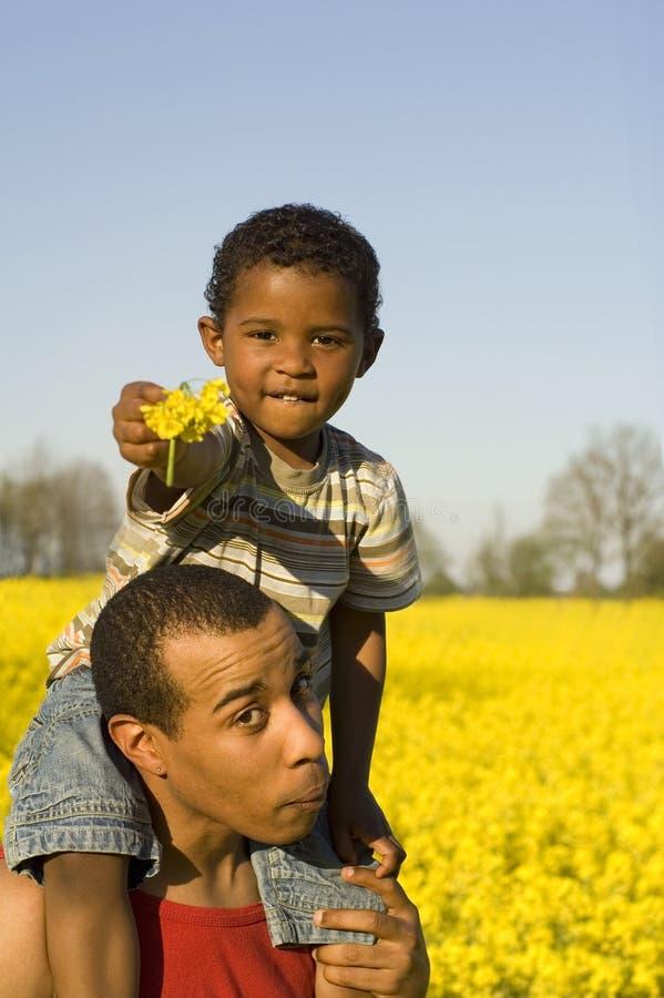 Père drôle avec le fils photos stock