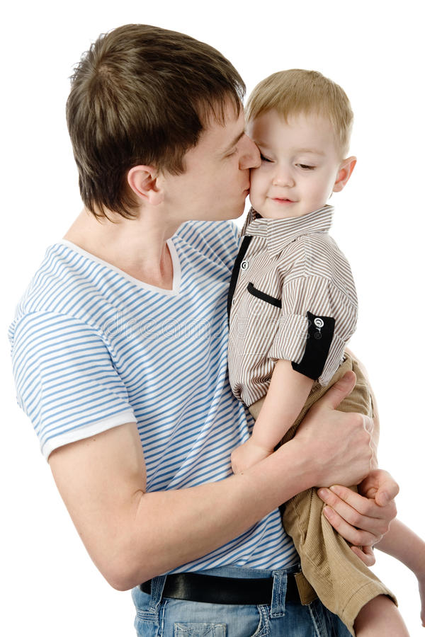 Père embrassant son fils D'isolement sur le fond blanc photo libre de droits