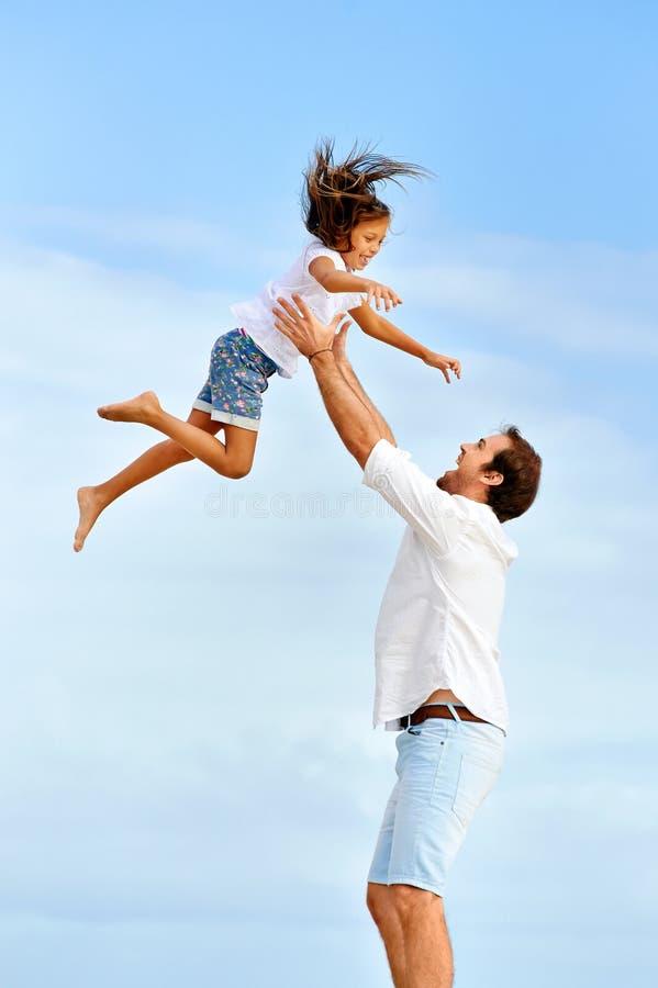 Famille en bonne santé d'amusement images stock
