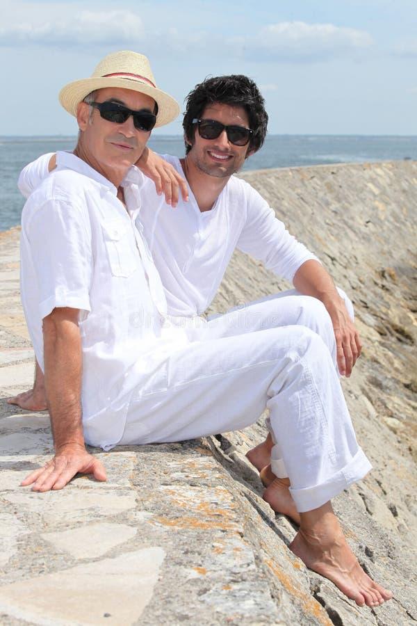 Père et fils adultes images stock