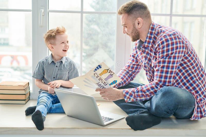 Père et fils ensemble photo libre de droits