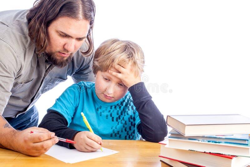 Père et fils faisant le travail photo libre de droits