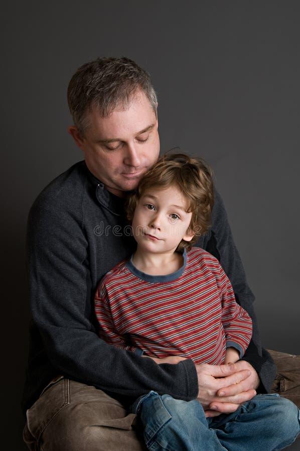 Père et jeune fils photographie stock libre de droits