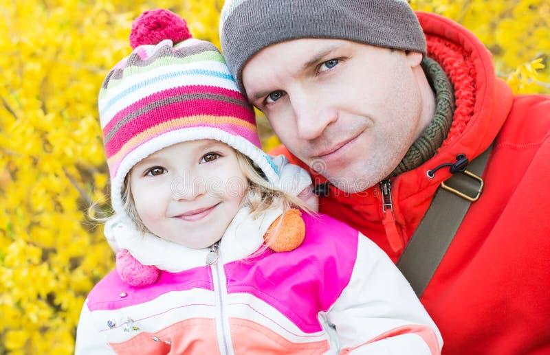 Père heureux avec sa fille photos libres de droits
