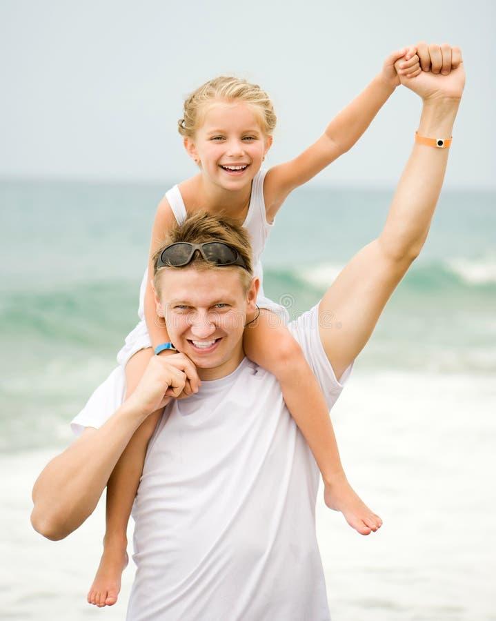 Père heureux et son petit descendant photographie stock libre de droits