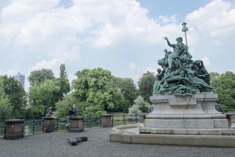 Père Rhine Duesseldorf de monument image libre de droits