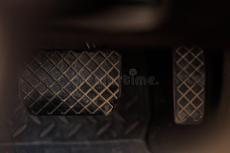 Pédale de frein et d'accélérateur photographie stock libre de droits