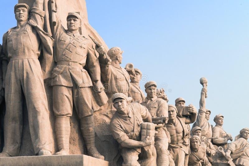 Pékin, Chine - 08 01 2016 : Statue des héros des personnes de la révolution communiste, dans la Place Tiananmen, Pékin, Chine photo libre de droits