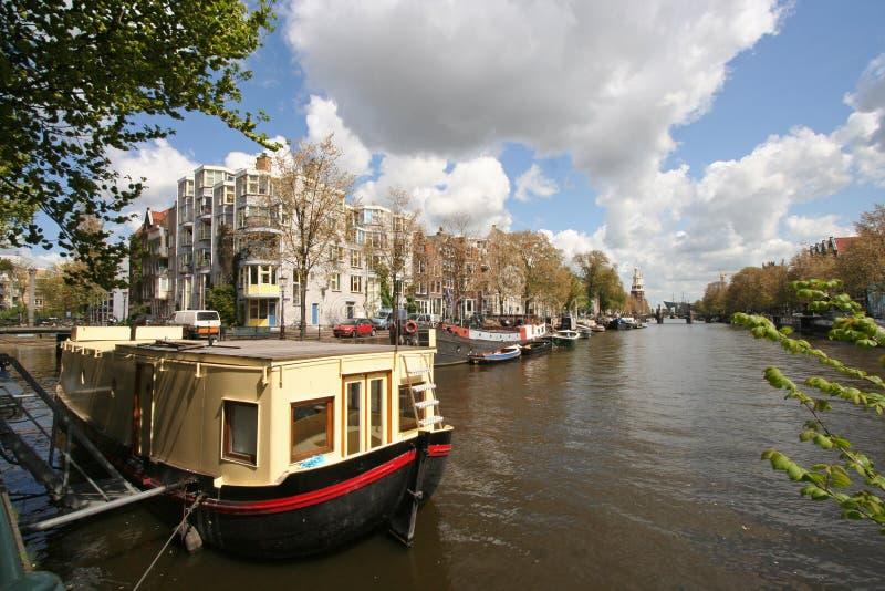 péniche aménagée en habitation d'Amsterdam photos stock