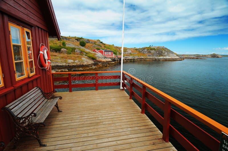 Péniche aménagée en habitation en Norvège image libre de droits