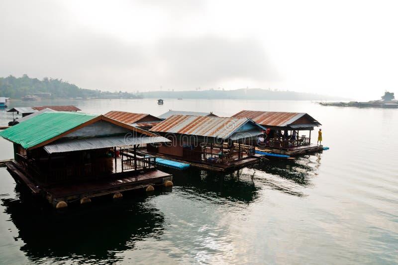 Péniche aménagée en habitation thaïe photographie stock libre de droits