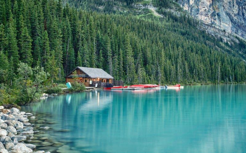 Péniche sur Lake Louise, Banff, Alberta, Canada images stock
