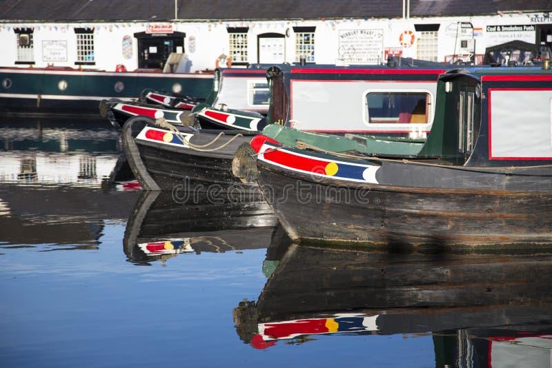 Péniches de canal à la jonction de Norbury au Shropshire, Royaume-Uni photos stock