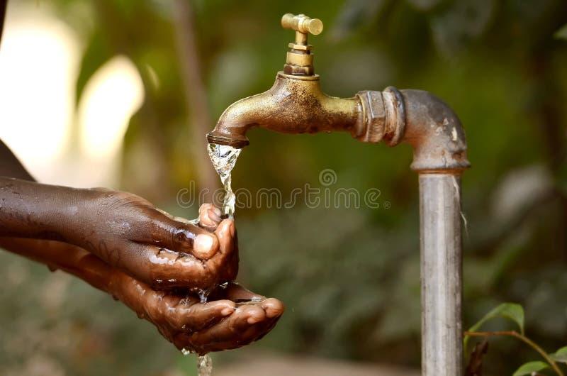 Pénurie de l'eau - projets d'eau propre pour l'Afrique photographie stock